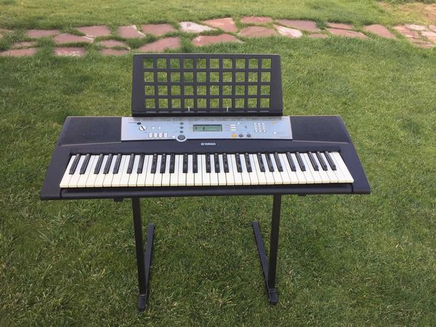 Синтезатор Yamaha (цифровое пианино)