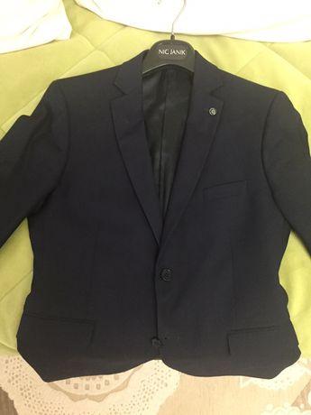 Продам школьную форму темно- синего цвета