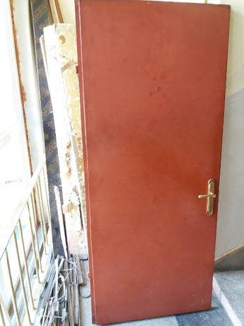 Врата входна метална (желязна)