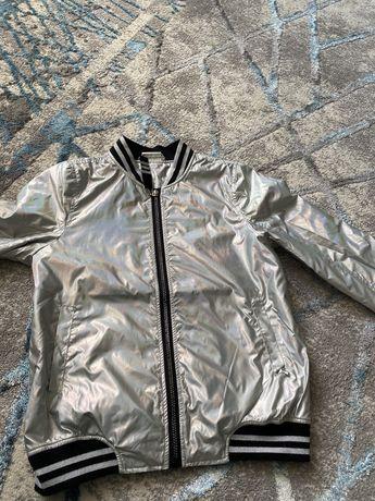 Продам осеннюю куртку - бомпер в отличном состоянии