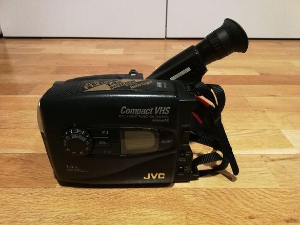 Видеокамера JVC GR-AX627