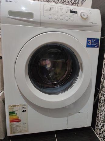 Продам стиральную машинку Samsung .В идеальном состоянии .