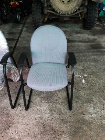 Vand scaune de birou