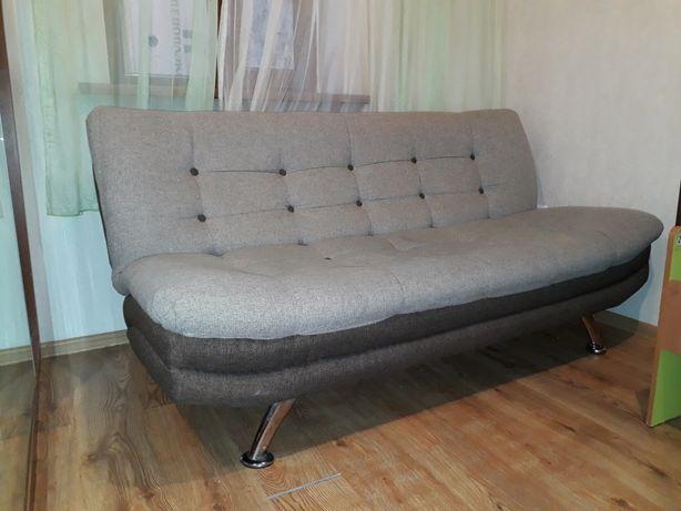 Срочно продам диван с креслами. В хорошем состоянии.