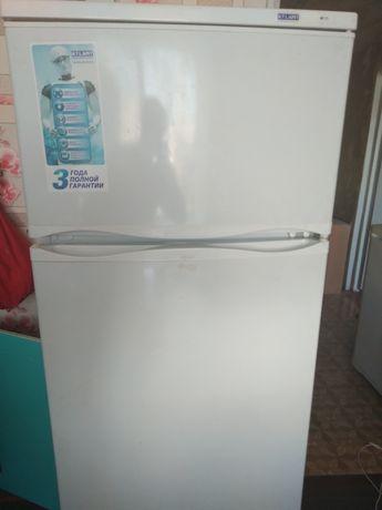 Холодильник продам Атлант. В связи с переездом. Отличное состояние