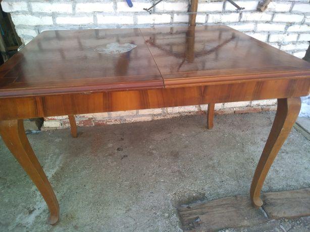 Masa din lemn...