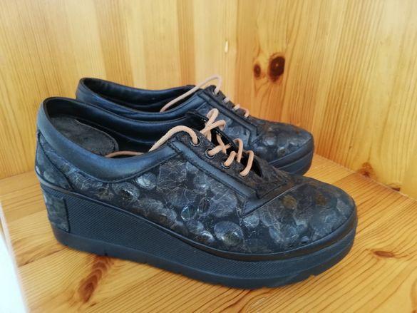 Спортни обувки на платформа