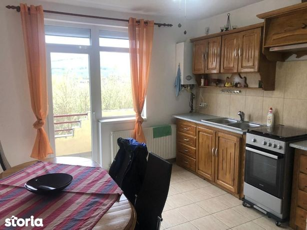 De vanzare Apartament 4 camere situat in zona Cetate