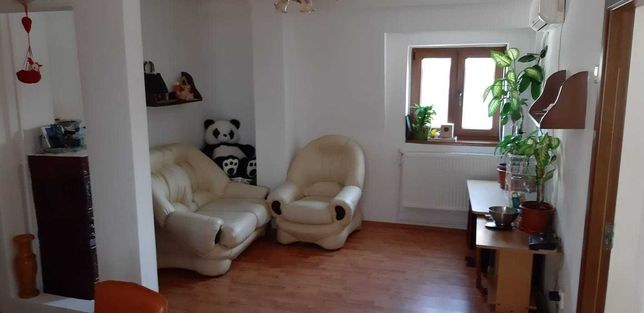 Vand apartament 4 camere in vila ,Nerva Traian