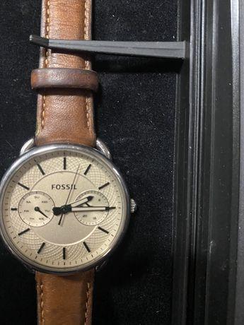 Часовник Фосил