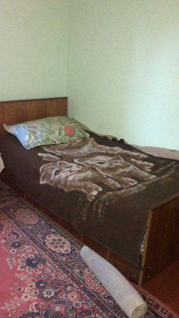 Б\у мебель: кровать, два шкафа, сервант,диван,подставка под телевизор
