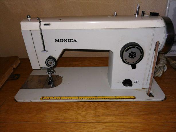 Mașina de cusut Monica