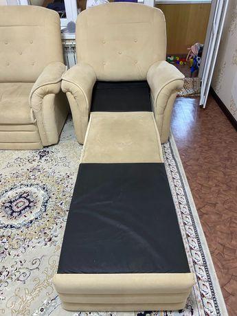 Продам раскладной диван 1шт и кресло 2шт