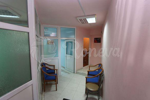 Продава Офис в Левски, 98 кв.м.