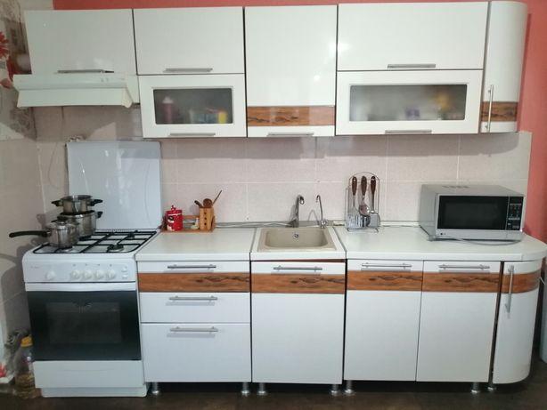 Кухонный гарнитур белого цвета. МДФ