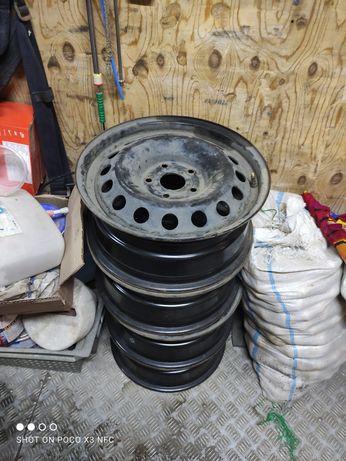 Продам диски и зимние шины. Можно в комплекте одеть на диски. Цена 85к