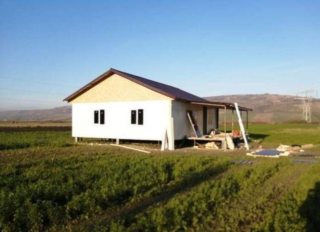 Vand /construim case pe structura metalica și panouri Sandwich