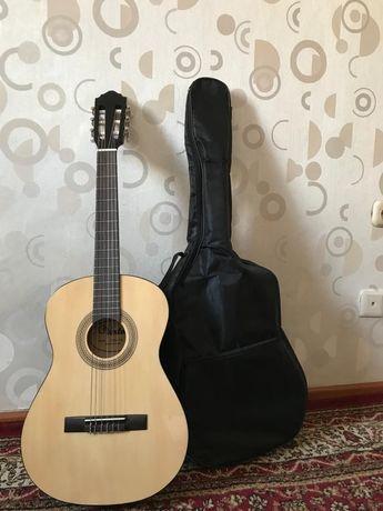 Продам классическую гитару,для подростка  с чехлом
