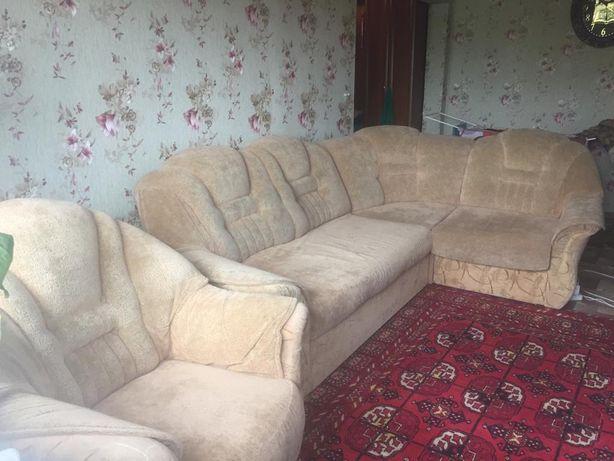 Продаю диван  с креслом.