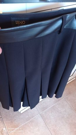 Пола панталон LIU JO -над коляното /черен цвят/