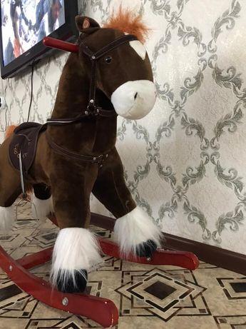 Продам детскую лошадку