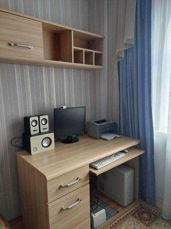 Мебель: компьютерный стол и шкафы Польского производства