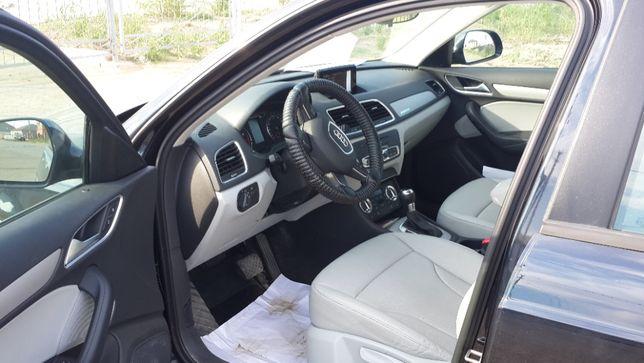 Продам срочно Audi Q3 2015 года