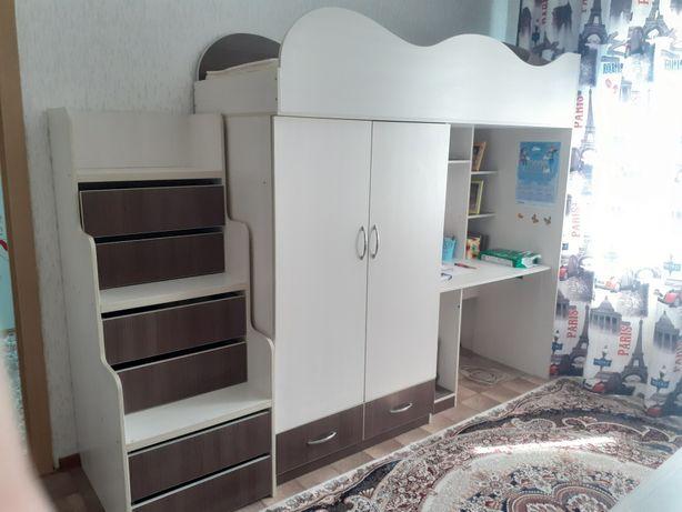 Мебель для детской, со столом, кроватью, встроенным шкафом, цена сниже