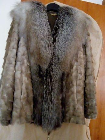 Vând blana naturala nurca cu guler vulpe