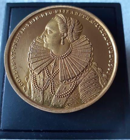 Златен медал от Университет