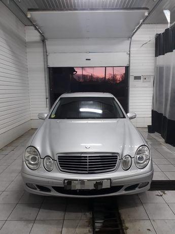 Mercedes Benz 211