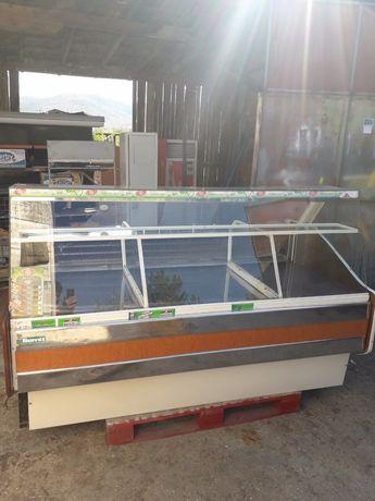 Щандова хладилна витрина 2 метра