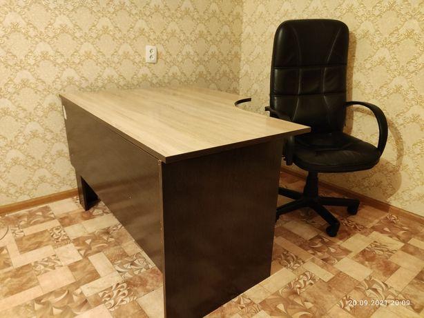 Продам компьютерный стол и кожаное кресло