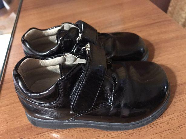 Лакированные детски туфли