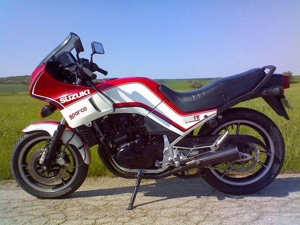 Мотоциклет Сузуки 250куб. 4 цилиндъра, 4 такта, 38 коня.