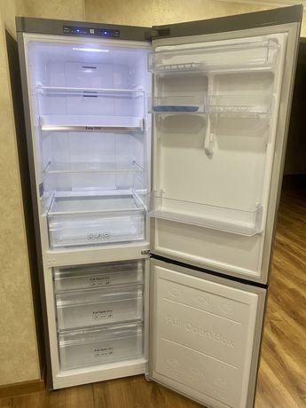 Холодильник Samsung в отличном состоянии!