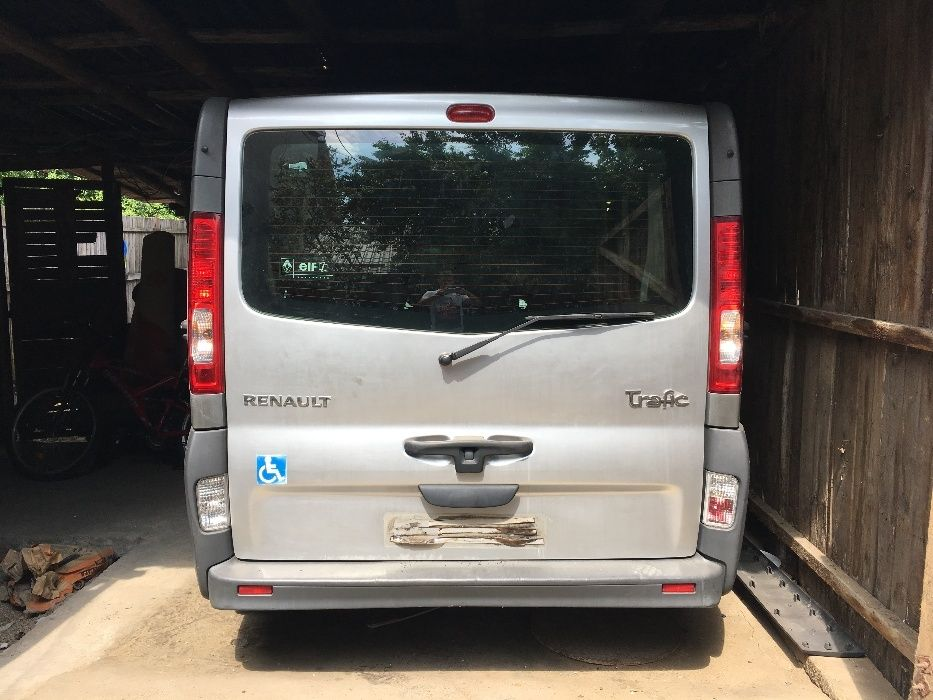 Dezmembrez Renault Trafic/Opel Vivaro 8+1locuri 2.0dci 114cp M9R