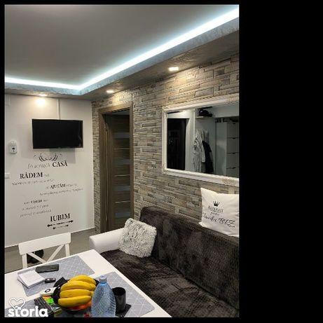 Vand apartament zona centrala recent renovat etaj intermediar