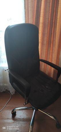 Кожаное кресло .