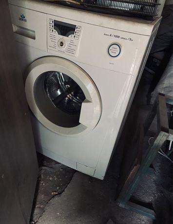 Продам стиральную машинуу