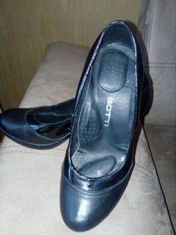 Елегантни обувки естествена кожа и естествен лак