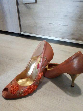 Дамски обувки с висок ток