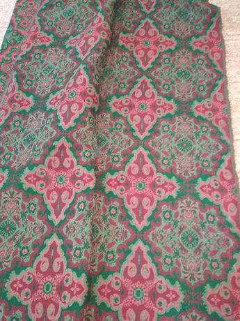 Тъкан вълнен килим
