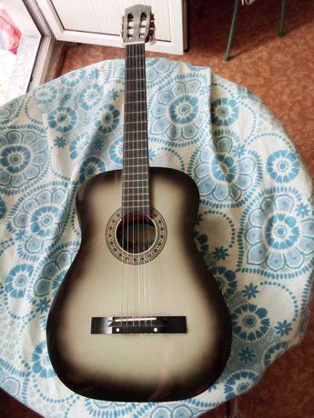Гитара шестиструнная  продается