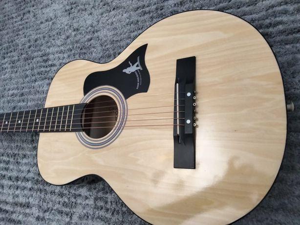 Гитара в хорошем состояние