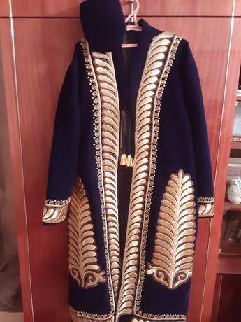 Велюровый чапан ручной вышивки с золотыми нитями+ подарок тюбитейка