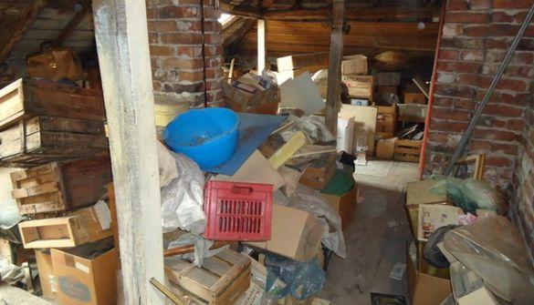 Почистване на дворове, тавани и мазета.