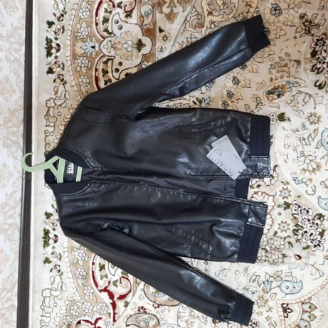 Продам весенний мужской куртки