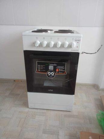 Продам абсолютно Новую кухонную плиту Artel