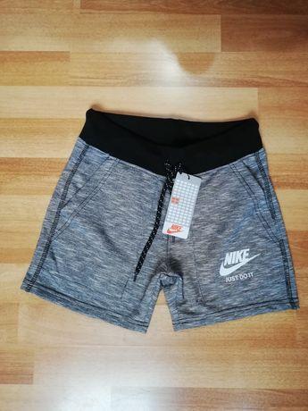 Дамски къси панталони Nike